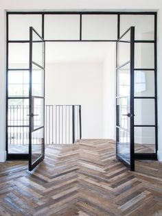 Steel doors and reclaimed wood chevron pattern. Steel doors and reclaimed wood chevron pattern. The post Steel doors and reclaimed wood chevron pattern. appeared first on Glas ideen. Style At Home, Planchers En Chevrons, Steel Frame Doors, Casa Loft, Deco Design, 2017 Design, Design Trends, Design Ideas, Glass House
