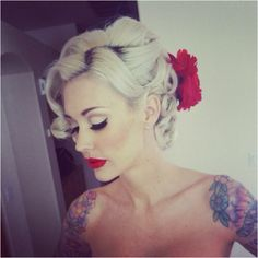 Love everything about her style: the hair, tattoos, makeup..