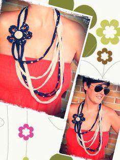 Collar de trapillo con flor de ganchillo. Modelo S www.prispicollection.blogspot.com