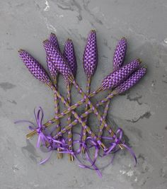Sew Homegrown: DIY Lavender Wand .. These would be perfect for Beltane, weddings, spring parties, fairy gardens, or decoration on a wall.