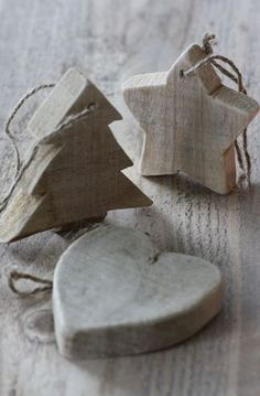 Natural Christmas Decorations, Star, Tree and Heart. Rustic Wooden Ornament could use beetlekill pine. Wooden Christmas Decorations, Wooden Ornaments, Christmas Tree Ornaments, Primitive Ornaments, Wooden Christmas Crafts, Handmade Decorations, Xmas Crafts, Christmas Projects, Tree Crafts