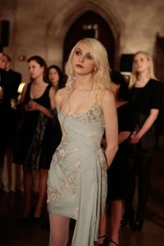 """Season Episode """"It's a Dad, Dad, Dad World"""" Jenny Humphrey (Taylor Momsen) conspired with Chuck Bass (Ed Westwick) while sporting a Marchesa dress, a Lia Sophia cuff and Ginette NY rings Gossip Girl Jenny, Gossip Girls, Mode Gossip Girl, Estilo Gossip Girl, Gossip Girl Seasons, Gossip Girl Outfits, Gossip Girl Fashion, Gossip Girl Clothes, Gossip Girl Dresses"""