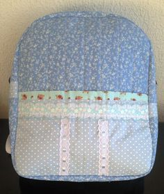 Vivartesanato - Part 6 Diy Wallet, Purse Wallet, Mochila Tutorial, Backpack Tutorial, Bag Patches, Tutorial Diy, Cute Backpacks, Handmade Purses, Patchwork Bags