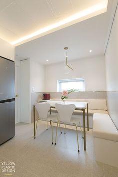 위치 : 서울시 중구 신당동 남산타운 주거 형태 : 아파트 면적 : 106㎡ (33평) 가족 구성 : 부부 + 딸(4살)... Apartment Interior, Living Room Interior, Dining Bench, Dining Room, Bedroom, Kitchen, Table, House, Furniture