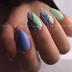 Nail polish rides and drying them is the nightmare of many of us. We have compiled the nail polish for you. Green Nail Art, Green Nails, Chic Nails, Trendy Nails, Fun Nails, Geometric Nail, Nail Candy, Spring Nail Art, Powder Nails