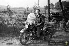 Riding Vintage article on the US Military Police astride their Harley-Davidson Motorcycles. British Motorcycles, Used Motorcycles, Vintage Motorcycles, Harley Davidson Wla, Harley Davidson Motorcycles, Super 4, Canadian Army, Motorcycle Shop, War Dogs