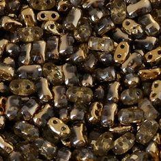 Luvybijoux Vende on line perline Bi-BO Create i vostri bijoux utilizzando le sfiziosissime perline Bi-Bo Beads! In vetro pressato di Boemia, misura 5.5mm per 2.8mm, di origine Ceca, queste fantastiche perline doppio foro, di alta qualità, grazie alla loro insolita forma di clessidra,dai bordi rientranti, vi permetteranno di accostarle perfettamente a numerose altre perline.