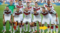 Schleichwerbung im WM-Finale?: Warum trug Mesut Özil nicht die offiziellen DFB-Socken? - WM 2014 http://www.focus.de/sport/fussball/wm-2014/schleichwerbung-im-wm-finale-warum-trug-mesut-oezil-andere-socken_id_4379849.html