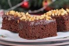 This page contains fudge frosting recipes. A delicious topping for many kinds of cakes, brownies and cookies. Fudge Frosting, Frosting Recipes, Cake Recipes, Dessert Recipes, Desserts, Cakes To Make, How To Make Cake, Microwave Chocolate Cakes, Eggless Chocolate Cake