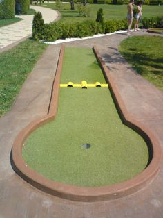 Mini Golf Ltd - Miniature golf plans and layouts. Custom made Miniature golf obstacles. Guide on how to build a minigolf course Golf Tiger Woods, Woods Golf, Golf Putting Green, Putt Putt Golf, Golf Card Game, Dubai Golf, Miniature Golf, Golf Humor, Disc Golf