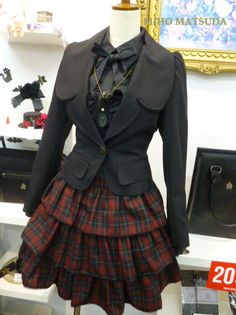 Style professionals offer right up five original new techniques to dress a hoodie without ever giving the impression of an angst-ridden. Lolita Fashion, Gothic Fashion, Mode Steampunk, Manga Clothes, Halloween Disfraces, Traditional Fashion, Clothing Items, Rock Clothing, Cute Fashion