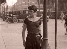 It's The Old Army Game – W. Fields and Louise Brooks in Ocala Florida – Part Two – Louise Strolls Around Town Hollywood Scenes, In Hollywood, Army Games, Film Writer, Liza Minnelli, Louise Brooks, Roaring Twenties, Silent Film, Actors & Actresses