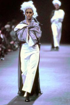 Comme des Garçons Fall 1992 Ready-to-Wear Fashion Show - Gisele Zelauy