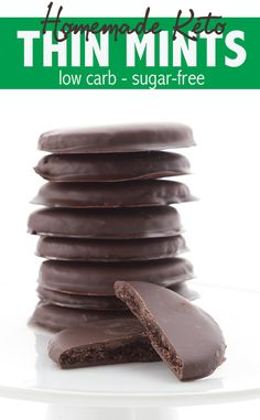 Homemade Thin Mints (Low Carb and Gluten Free) Keto Thin Mints! Crisp gluten-free chocolate wafers in a sugar free mint chocolate coating. Make your own keto Girl Scout cookies! Desserts Keto, Sugar Free Desserts, Sugar Free Recipes, Low Carb Recipes, Keto Snacks, Cookie Recipes, Diet Recipes, Cookie Ideas, Sugar Free Foods