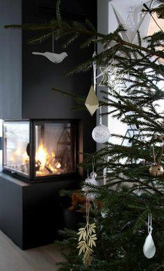 awesome 52 Stylish Christmas Decoration Ideas Using Sleigh