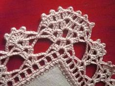 By Mariza Crochet Designer: Barradinhos crochet … alguns com gráficos. Crochet Dollies, Crochet Lace Edging, Crochet Borders, Crochet Cross, Love Crochet, Knitting Projects, Crochet Projects, Knitting Patterns, Crochet Patterns