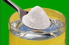 Le bicarbonate de soude est l'un des produits que nous utilisons le plus chez nous. Mais savez-vous comment l'utiliser ? Beaucoup de personnes ignorent ses nombreuses vertus. Bien sûr, à consommer sans excès ! Par exemple, certaines de ses vertus permettent l'élimination d'une échardes dans le doigt ou le maintien de dents propres et saines. Ces …