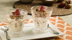 Iogurte de kefir, coco e biomassa com granola