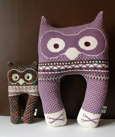 you coud totally make a kitty face of these Owl Socks, Neck Pillow, Love You Forever, Cute Owl, Handmade Dolls, Owls, Suzy, Mma, Addiction