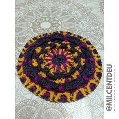 Següent fase del mandala. El faré cuadrat :) #mandala  gris groc rosa #workinprogress #crochet #creative #hogar #ganchillo #workinprogress #cute #design #instacrochet #photo #crochetadict #crochetsheep #crochetlamb #diy #handmade #yarnlove #crochetersofinstagram #ilovecrochet #handmadebyme #personalproject #mcxhogar