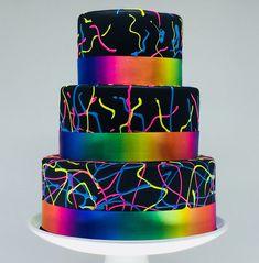 Bolo Cenogr fico Neon Psicod lico no Fake The Cake Neon Birthday Cakes, Birthday Cakes For Teens, 13th Birthday Parties, Glow In Dark Party, Glow Party, Disco Party, Bolo Fake Neon, Bolo Neon, Disco Cake
