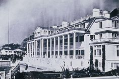 The Marion Davies Estate The first architect of the Beach House was not Julia Morgan but William Edward Flannery, who moved to Los Angeles in the 1920s to work for William Randolph Hearst. Problems arose, and by the middle of 1926 Hearst began to rely on Julia Morgan.