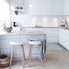 There is no question that designing a new kitchen layout for a large kitchen is much easier than for a small kitchen. A large kitchen provides a designer with adequate space to incorporate many convenient kitchen accessories such as wall ovens, raised. Scandinavian Kitchen Renovation, Nordic Kitchen, Home Decor Kitchen, Kitchen Interior, New Kitchen, Home Kitchens, Kitchen Dining, Kitchen White, Kitchen Ideas