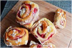 Strwaberry rolls // drożdżowe rulony z truskawkami