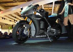 Una sportiva estrema, questa Honda RC213VS!! http://moto.infomotori.com/articolo/novita/24070/honda-rc213vs/