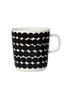 Marimekko Gobelet Oiva-Räsymatto noir et blanc (grand) Marimekko, Ceramic Tableware, Stoneware Mugs, Kitchenware, Design Shop, Porcelain Mugs, Nordic Design, Matcha, A Table