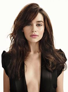 Emilia Clarke aka Daenarus Targaeryen aka my newest lady crush Emilia Clarke Sexy, Beautiful Celebrities, Beautiful Actresses, Beautiful People, Emillia Clark, Amelia Clarke, Emilia Clarke Daenerys Targaryen, Kaley Cuoco, Funny Videos