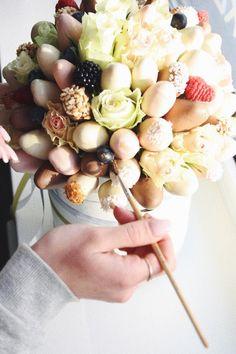 Как создаётся букет клубники в шоколаде #getgoodcake