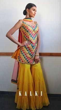 Indian Fashion Dresses, Dress Indian Style, Pakistani Dresses, Bollywood Dress, Indian Look, Gharara Designs, Kurti Designs Party Wear, Stylish Dress Designs, Stylish Dresses