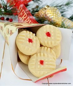 A delightful melt-in-your-mouth shortbread-type cookie, these Melting Moments have a rich and tender crumb. Spice Cookies, Yummy Cookies, Cookie Bars, Christmas Baking, Christmas Cookies, Bistro Food, Bistro Kitchen, Melting Moments Cookies, Cherry Cookies