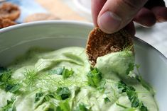 Helppo kermainen avokadodippi | Kulinaari Takana, Nachos, Lettuce, Guacamole, Cabbage, Food And Drink, Vegetables, Pico De Gallo, Cabbages
