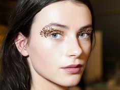 Makeup : comment maîtriser la paillette en cinq étapes