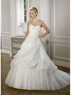 Elegant Classcial Organza Tulle Sweetheart Ball Gown Wedding Dress