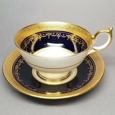 Tea cup and saucer set by Aynsley in the Georgian Cobalt (Smooth) pattern This stunning pattern was in production by Aynsley from 1985 through 2012 and is now a retired pattern. It features a gold-encrusted band on a cobalt rim. Tea Cup Set, Cup And Saucer Set, Tea Cup Saucer, Tea Rose Garden, Roses Garden, Tea Reading, Tea Glasses, China Tea Cups, Teapots And Cups