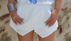 Fashion Mommy: Bianco con un tocco di blu  JANICE| # All Clothing# All Shorts#All Skirts#STREET FASHION#BLACK AND WHITE #jessicabuurman @Jessica Buurman @Heidi Murray