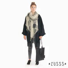 Leuke outfit! Warme hamamsjaal nat zand met de Nonchalante jas en Plat tasje kroko