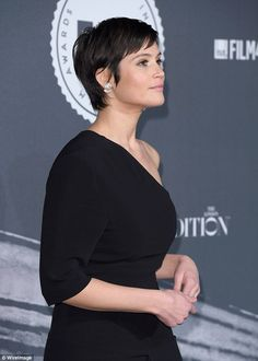 """"""""""" Gemma Arterton debuts her sleek new 'do as she hits the red carpet """""""" Top of the crops: The British actress wore subtle make-up to ensure the the main emphasis … """""""" Pixie Bob Hairstyles, Pixie Haircut, Pretty Hairstyles, Quick Hairstyles, Braided Hairstyles, Stacked Haircuts, Line Bob Haircut, Gemma Arterton, Short Hair Cuts For Women"""