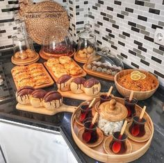 Image could contain: food and interior - Berdina Otylia Iftar, Diy Kids Kitchen, Kitchen Wood, Party Food Platters, Food Decoration, Table Decorations, Bohemian Style Bedrooms, Diy Table, Food Presentation