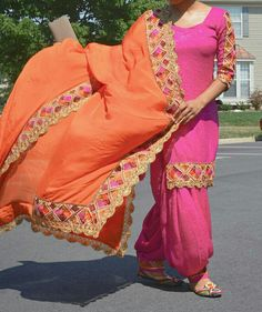 Love the color combo! Beautiful Suit, Hand Embroidery Designs, Punjabi Suits, Color Combos, Kurti, Designer Dresses, Designers, Saree, Indian