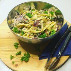 Deze verse pasta met paddenstoelen & truffelolie is lekker romig door de mascarpone. De truffelolie geeft een luxe twist aan een supersimpel gerecht!