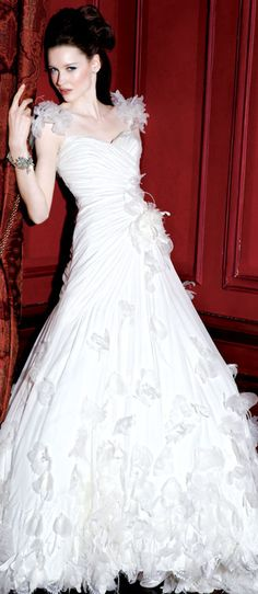 If I ever get married, I want an intense dress like this!