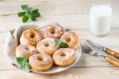 Gyors fánk élesztő nélkül: ilyen könnyen még nem sütöttél fánkot - Recept | Femina Bagel, Doughnut, Bread, Food, Pizza, Brot, Essen, Baking, Meals