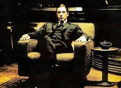 ゴッドファーザーのアルパチーノ。格好良いですね~。あの映画を観てアルパチーノのスタイルをマネして格..