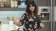 Nisha Katona cooks up a curry in hurry for Monday night comfort food at its best. Indian Chicken Dishes, Chicken Tikka, Lorraine, Chicken Korma Recipe, Chai Recipe, Fried Fish Recipes, Curry Recipes, Spicy Recipes, Vegetarian Recipes