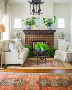 A Georgia Designer's Classic Southern Interiors – Blue and White Home Elegant Home Decor, Elegant Homes, Cheap Home Decor, Maggie Griffin, Inviting Home, White Houses, Dining Room Chairs, Home Decor Accessories, Home Remodeling