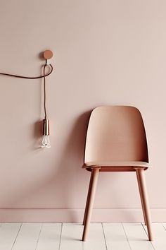 Tendance : les ampoules Plumen - FrenchyFancy love the wall colour..